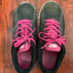 USED NIKE SHOES FREE W PURCHASE